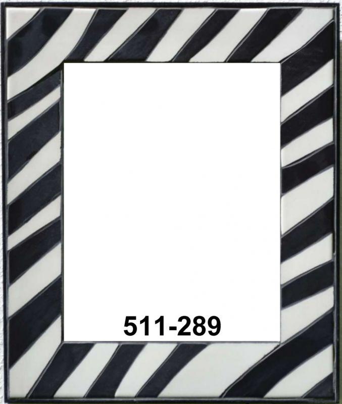 ein moderner spiegel mit zebramuster und schwarzem rahmen und fuge mosaik spiegel. Black Bedroom Furniture Sets. Home Design Ideas